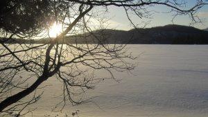 Lac Supérieur gelé en hiver au Québec